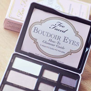 mon avis sur la palette boudoir eyes de too faced. Black Bedroom Furniture Sets. Home Design Ideas