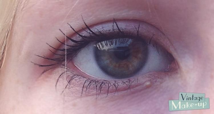 VS l'œil maquillé avec le mascara Doll Eye